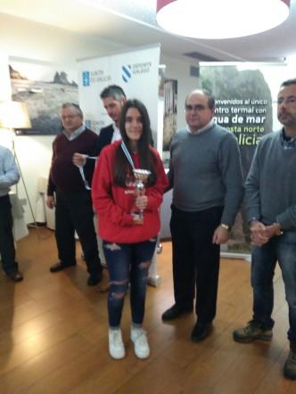 Nuestra campeona recoge su trofeo